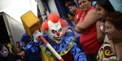 Payasos asesinos, El Chapo y otros personajes de moda en desfile Los Fieros en Villa Nueva