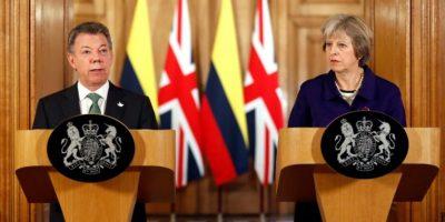 El presidente colombiano Juan Manuel Santos y la primera ministra británica Theresa May, hablan con la prensa el 2 de noviembre de 2016 en Londres. Foto:Kirsty Wigglesworth/afp.com