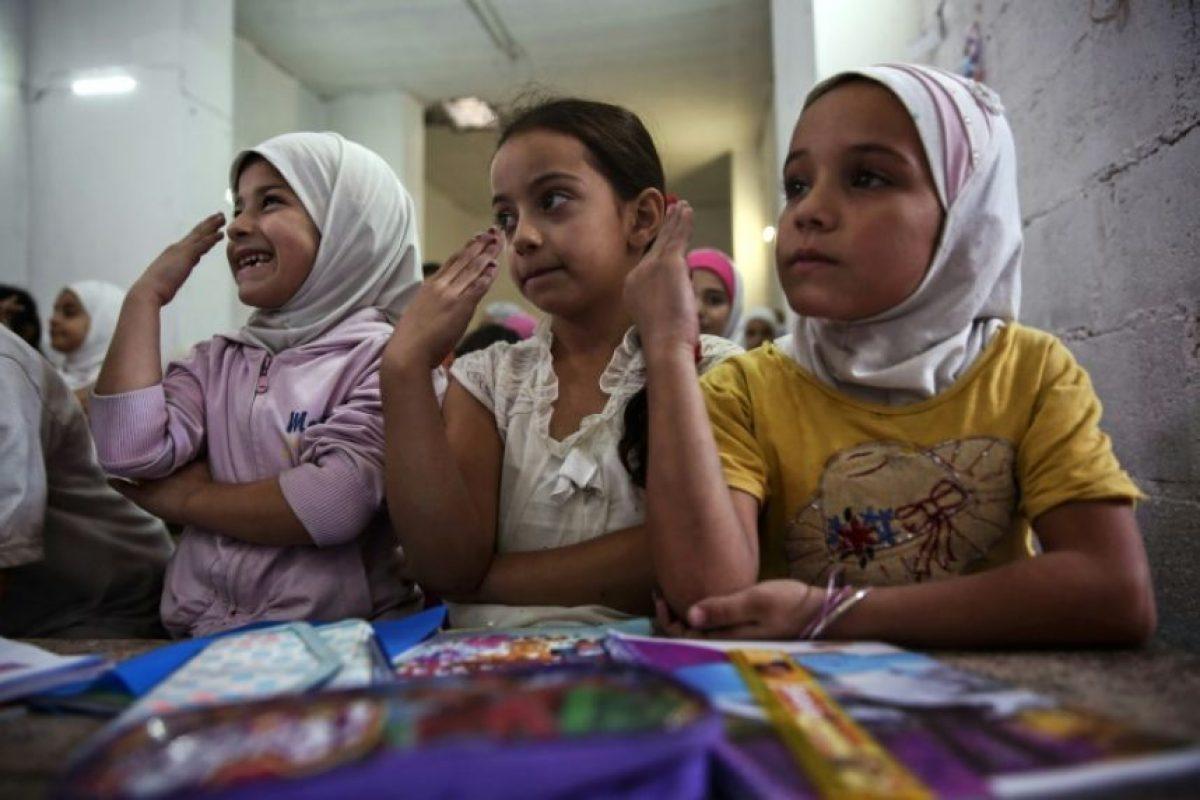 Niños sirios asisten a una clase impartida en una escuela subterránea improvisada en Damasco, el 19 de octubre de 2016 Foto:Sameer Al-Doumy/afp.com