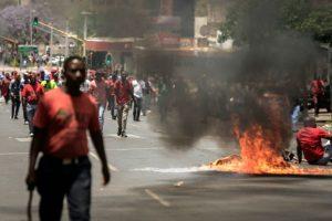 Manifestación en Pretoria este 2 de noviembre de 2016 contra el presidente sudafricano, Jacob Zuma, entre el descontento por la gestión del país Foto:Gianluigi Guercia/afp.com