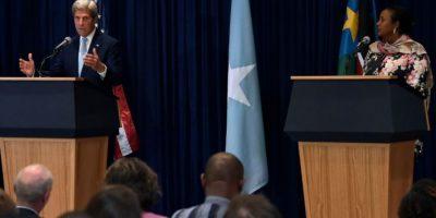 El secretario de Estado de Estados Unidos, John Kerry, habla observado por la ministra de Relaciones Exteriores de Kenia, Amina Mohamed (R), en rueda de prensa conjunta, en Nairobi el 22 de agosto de 2016. Foto:SIMON MAINA/afp.com
