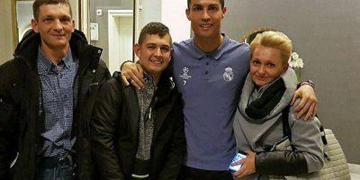 VIDEO. Graban emotivo momento en que Ronaldo recibe a niño que volvió del coma por sus goles