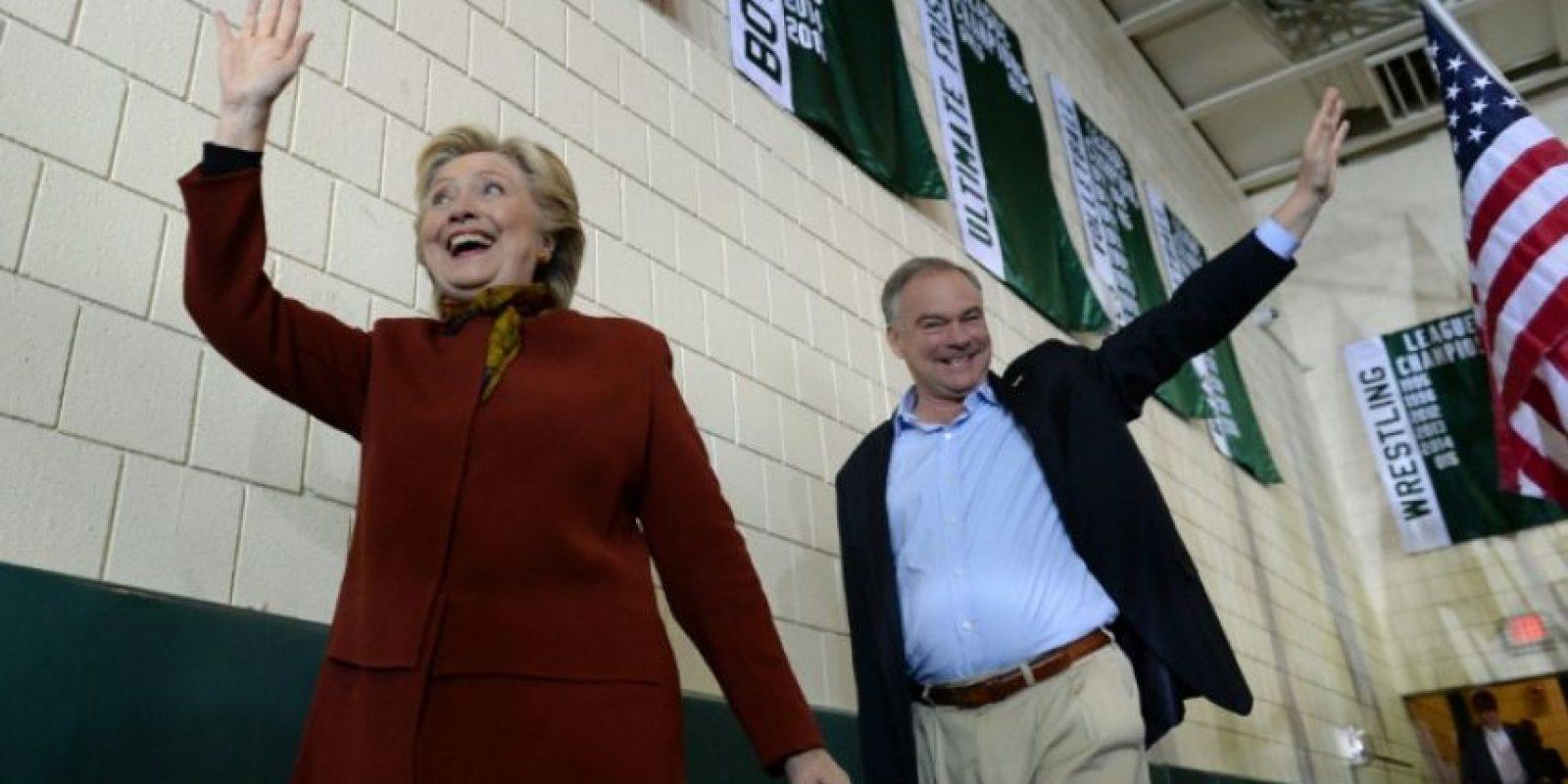 La candidata presidencial demócrata, Hillary Clinton, durante un evento de campaña junto su aspirante a la vicepresidencia, Tim Kaine, el 22 de octubre de 2016 en el instituto de secundaria Taylor Allderdice de Pittsburgh, Pensilvania (EEUU) Foto:Robyn Beck/afp.com