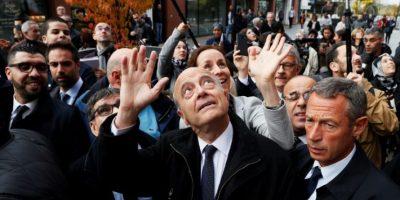 El alcalde de Burdeos, del partido de derechas Los Republicanos, y candidato en las primarias para las elecciones presidenciales de 2017, Alain Juppe, saluda en un acto en Argenteuil, el 2 de noviembre de 2016 Foto:Thomas Samson/afp.com