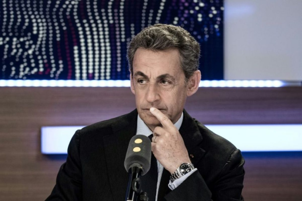 El candidato a las primarias para las elecciones presidenciales de 2017 del partido de derechas Los Republicanos (LR), Nicolas Sarkozy, en un programa de radio en France Info, en París, el 2 de octubre de 2016 Foto:Philippe Lopez/afp.com
