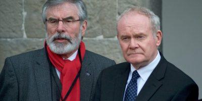 El viceprimer ministro norirlandés, Martin McGuinness (dcha), y el líder del Sinn Fein, Gerry Adams, hablan ante la prensa en Dublín el 2 de noviembre de 2016 Foto:Paulo Nunes dos Santos/afp.com