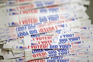 Unas pulseras, sobre el voto anticipado en las elecciones presidenciales en EEUU, fotografiadas el 1 de noviembre de 2016 en Chicago Foto:Joshua Lott/afp.com