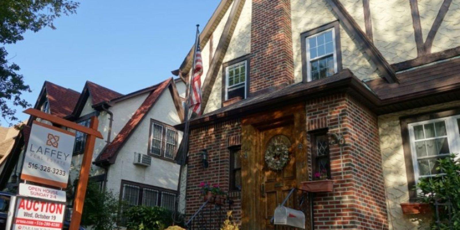 El hogar de la infancia del candidato republicano a la presidencia de EEUU, Donald Trump, en Nueva York, en una imagen del 10 de octubre de 2016 Foto:William Edwards/afp.com