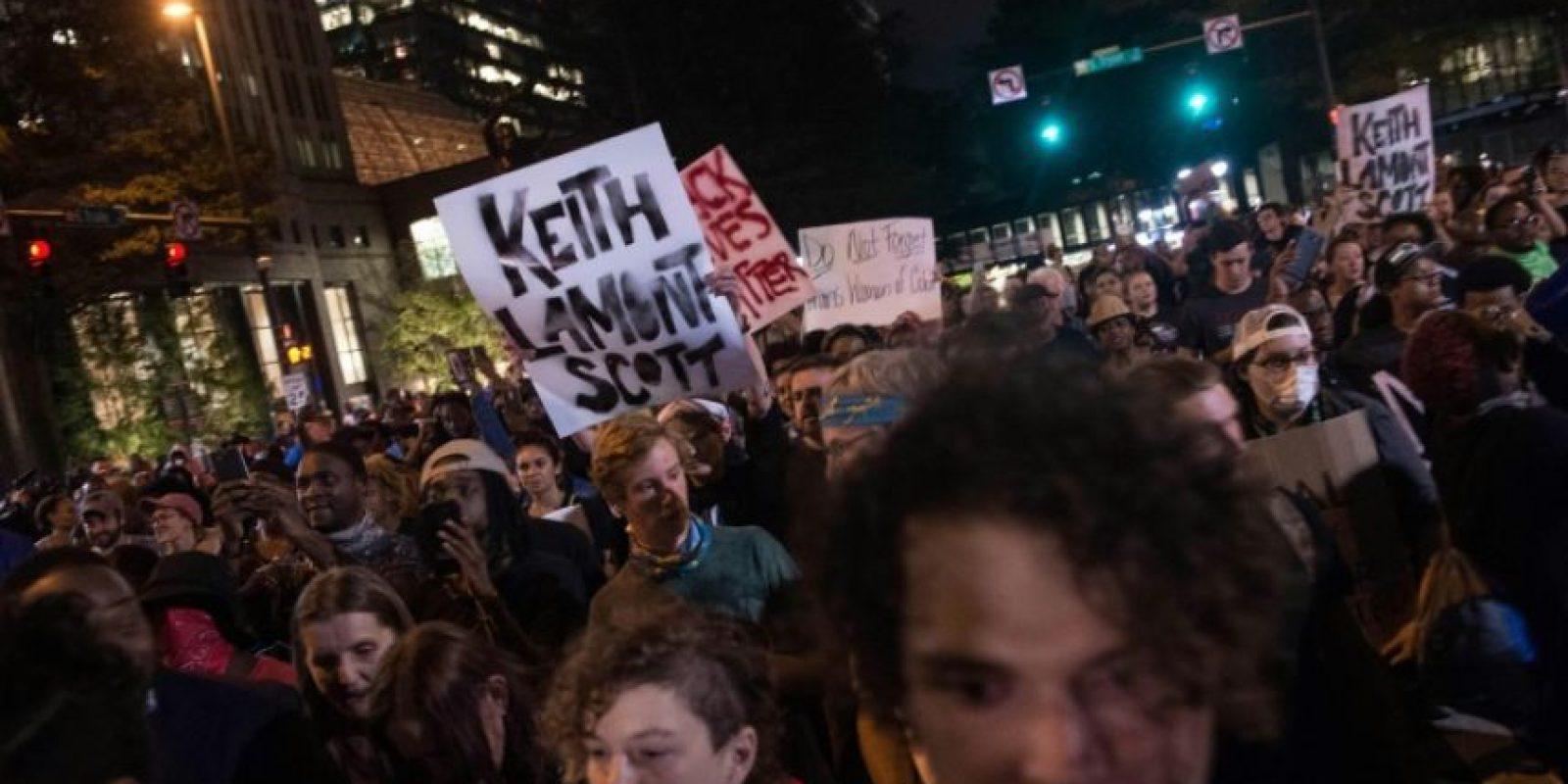 Una manifestación el 22 de septiembre de 2016 en Charlotte, en Carolina del Norte (EEUU) en repulsa por la muerte del afroamericano Keith Lamont Scott a manos de la policía Foto:Nicholas Kamm/afp.com
