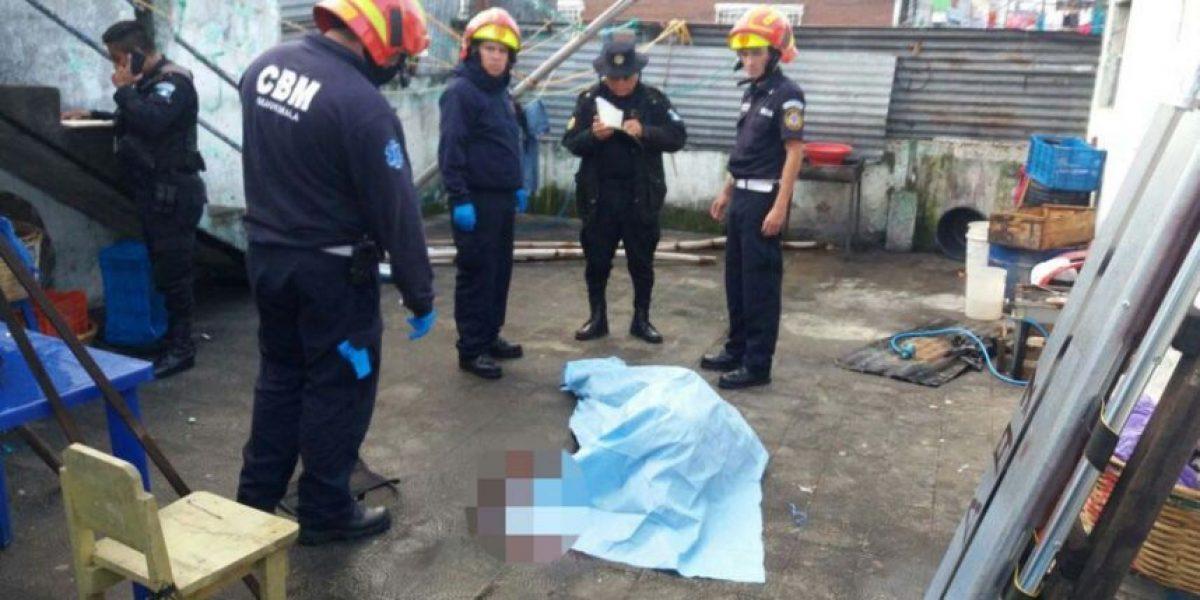 Hombre asesina a balazos a su esposa y a otra mujer, luego se suicida