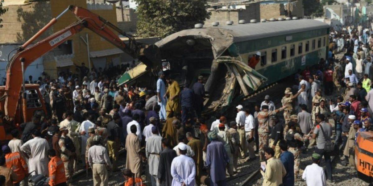 Al menos 21 muertos por un choque de trenes en Pakistán
