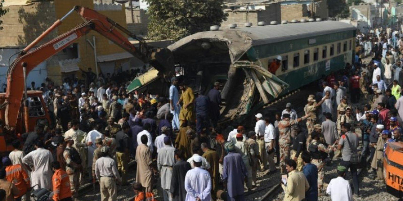 El accidente ferroviario ocurrido el 3 de noviembre de 2016 en la ciudad paquistaní de Karachi Foto:Rizwan Tabassum/afp.com