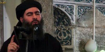 Imagen de archivo tomada de un video de propaganda lanzado el 5 de julio de 2014 por al-Furqan Media muestra al presuntamente al líder del grupo Estado Islámico Abu Bakr al-Baghdadi, dirigiéndose a los fieles musulmanes en una mezquita en la ciudad iraquí de Mosul, al norte de Irak. Foto:STR/afp.com