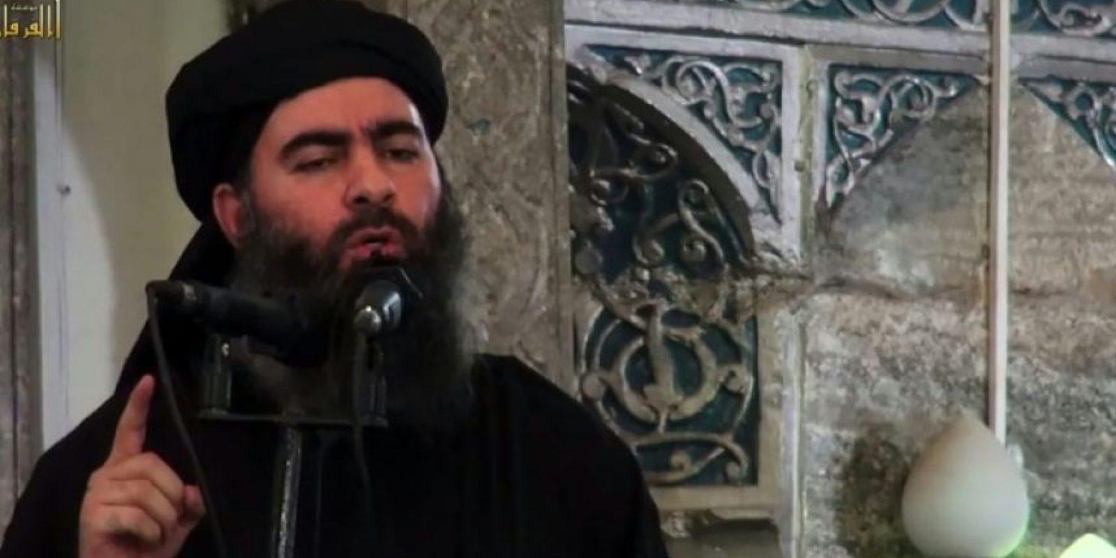 El líder del grupo Estado Islámico (EI), Abu Bakr al-Baghdadi, se dirige a los fieles musulmanes en una mezquita en Mosul, el 5 de julio de 2014 Foto:STR/afp.com