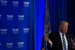 El candidato republicano a la presidencia de EEUU, Donald Trump, toma la palabra en un acto de campaña en King of Prussia, Pensilvania, el 1 de noviembre de 2016 Foto:Dominick Reuter/afp.com