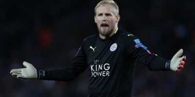 El portero del sorprendente Leicester City se fractura la mano