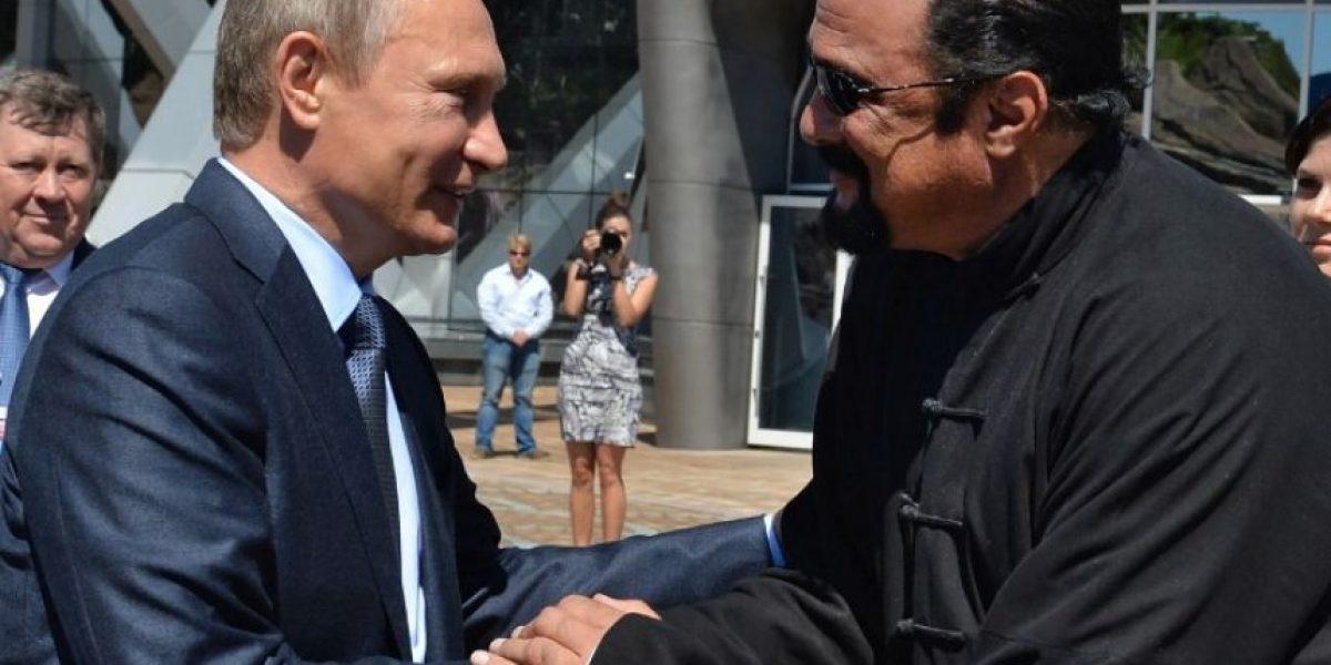 Vladímir Putin otorga nacionalidad rusa al actor Steven Seagal