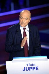 El alcalde de Bordeaux y candidato Alain Juppe durante el debate de las primarias de la derecha francesa el 3 de noviembre de 2016 en París Foto:Eric Feferberg/afp.com