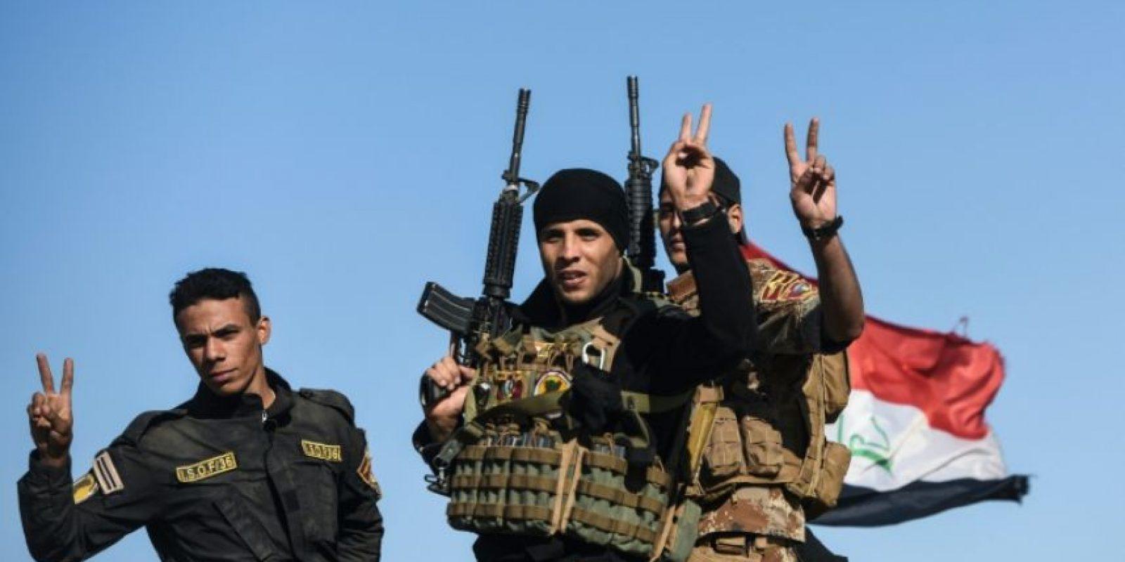 Las fuerzas iraquíes hacen el signo de la victoria al llegar a Gogjali, junto a Mosul, el 3 de noviembre de 2016 Foto:Bulent Kilic/afp.com