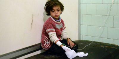 Una niña herida en bombardeos atribuidos a rebeldes sobre un barrio en manos de las fuerzas del régimen en Alepo, el 3 de noviembre de 2016 en un hospital de la estratégica localidad siria Foto:George Ourfalian/afp.com
