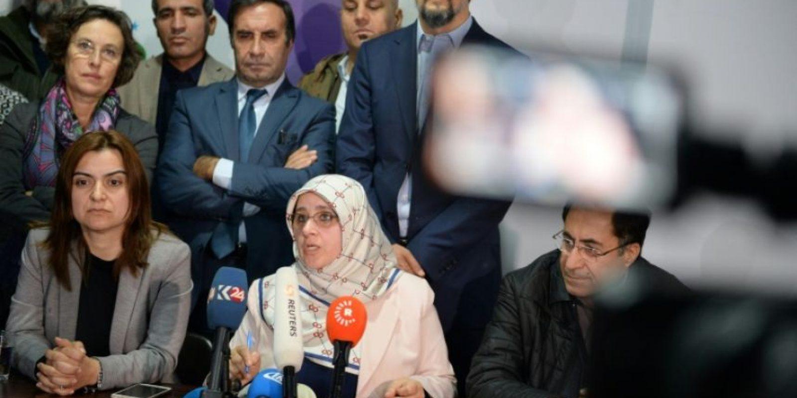 El principal partido prokurdo de Turquía, el Partido Democrático de los Pueblos (HDP), ofrece una rueda de prensa el 4 de noviembre de 2016, tras la detención de sus dos copresidentes Foto:Yasin Akgul/afp.com