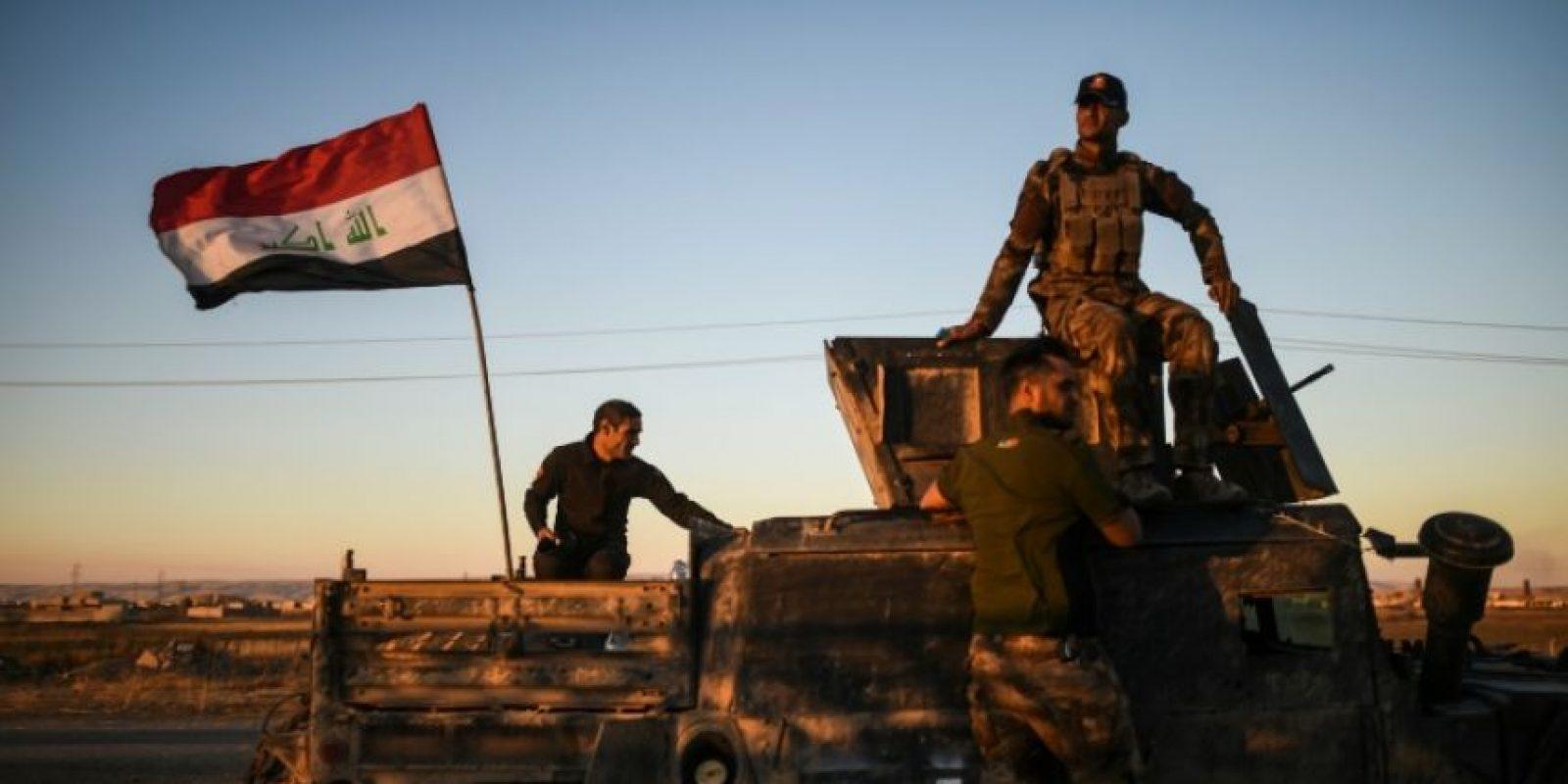 Fuerzas iraquíes llevan su vehículo a través de Gogjali, en el límite oriental de Mosul, el 3 de noviembre de 2016 Foto:Bulent Kilic/afp.com