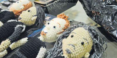 Guatemalteca crea muñecos de lana y algodón de Metallica