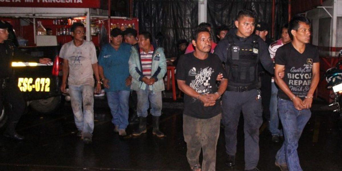 Capturan a 16 hombres quienes descargaban quintales de azúcar robados en Siquinalá, Escuintla