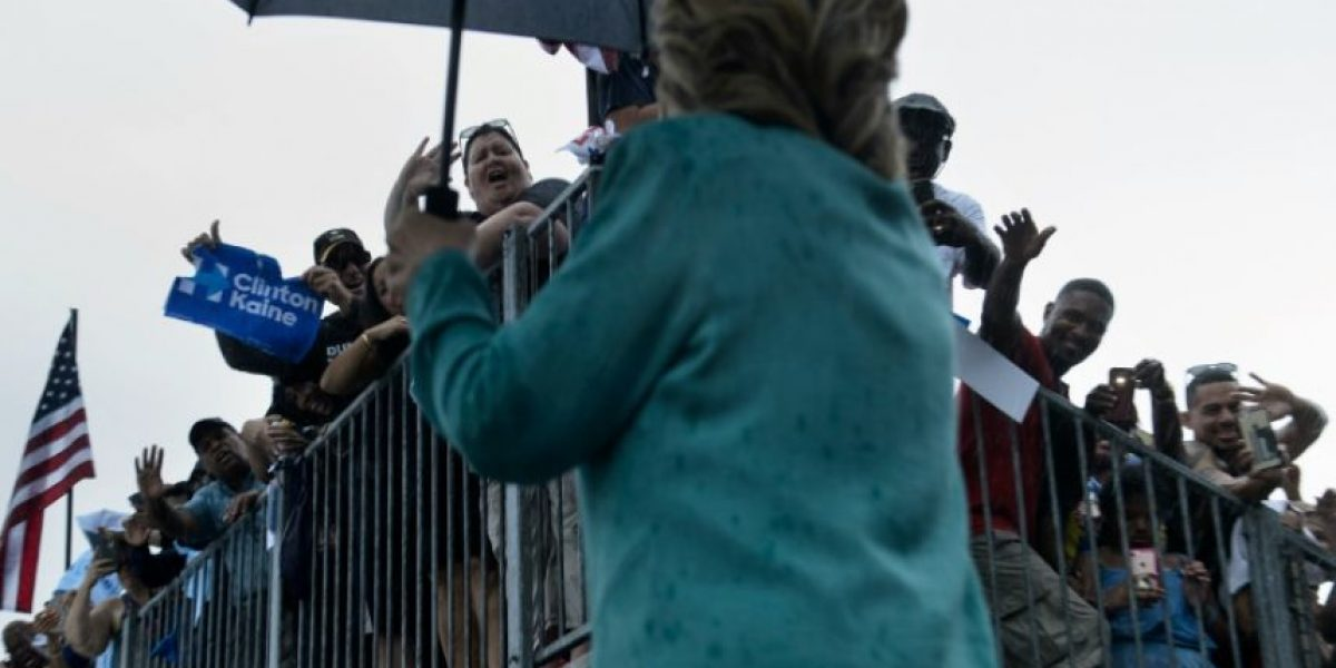 Clinton y Trump invierten el resto en los estados decisivos