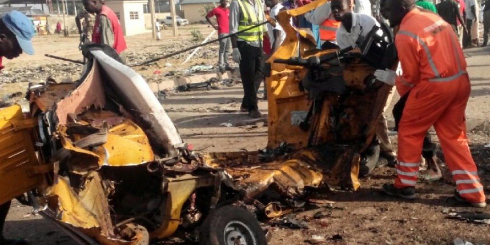 Restos de un vehículo destrozado en uno de los dos atentados suicidas producidos en Maiduguri (noreste de Nigeria) este 29 de octubre de 2016 Foto:Joshoua Omirin/afp.com