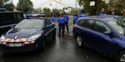 Gendarmes franceses bloquean el acceso a la casa donde fue arrestado Mikel Irastorza, este sábado 5 de noviembre en la localidad de Ascain, al suroeste de Francia Foto:Gaizka Iroz/afp.com