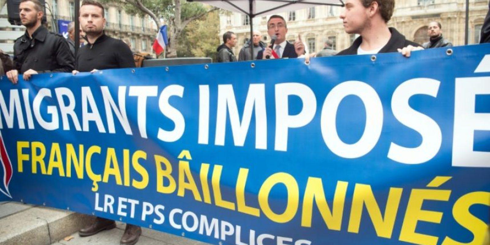 El senador y alcalde del grupo de derecha francés Frente Nacional (FN), Stéphane Ravier, pronuncia un discurso ante partidarios en Marsella, sur de Francia, el 5 de noviembre de 2016. Foto:BERTRAND LANGLOIS/afp.com