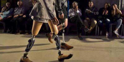 """Realizan """"Pasarela de Inclusión"""" con modelos con prótesis, transformistas y albinos"""