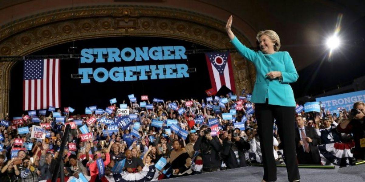 Clinton se libera de nueva polémica por sus correos a poco más de un día de las elecciones