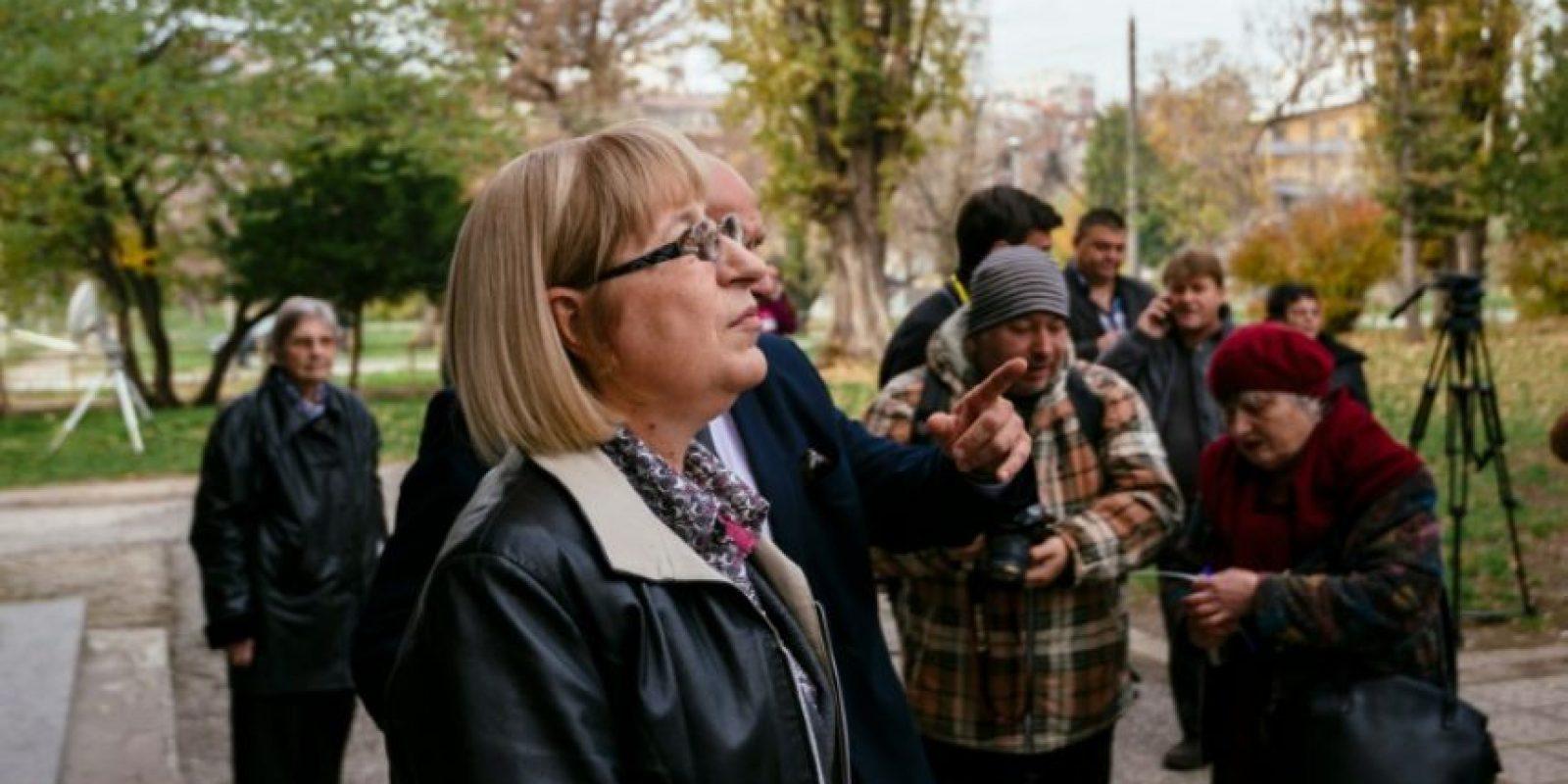 Tsetska Tsacheva, candidata del partido de centro derecha gobernante GERB después de votar en la ciudad de Pleven, el 6 de noviembre de 2016. Foto:DIMITAR DILKOFF/afp.com