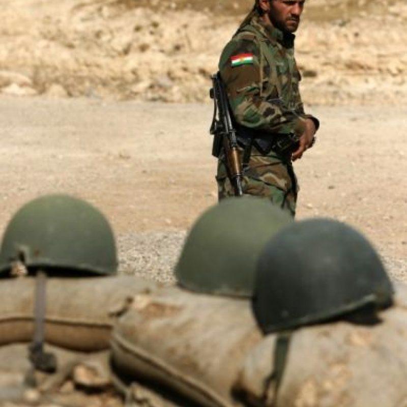 Un combatiente kurdo iraní del Partido de la Libertad del Kurdistán (PAK) toman posición el 6 de noviembre de 2016 en una zona cerca de la ciudad de Bashiqa, a unos 25 kilómetros al noreste de Mosul, durante una operación contra el grupo Estado Islámico. Foto:SAFIN HAMED/afp.com