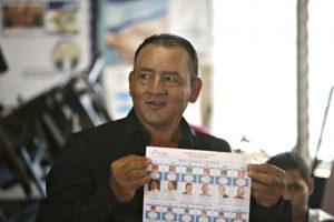 El candidato presidencial Maximino Rodríguez vota en un colegio electoral de Sebaco, a unos 100 km de Managua, este domingo 6 de noviembre Foto:Inti Ocon/afp.com