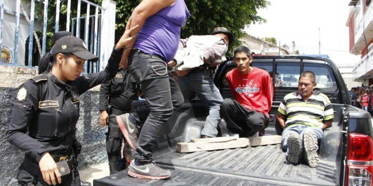 Asaltan a los pasajeros y asesinan a balazos al chofer de un autobús en Jalapa