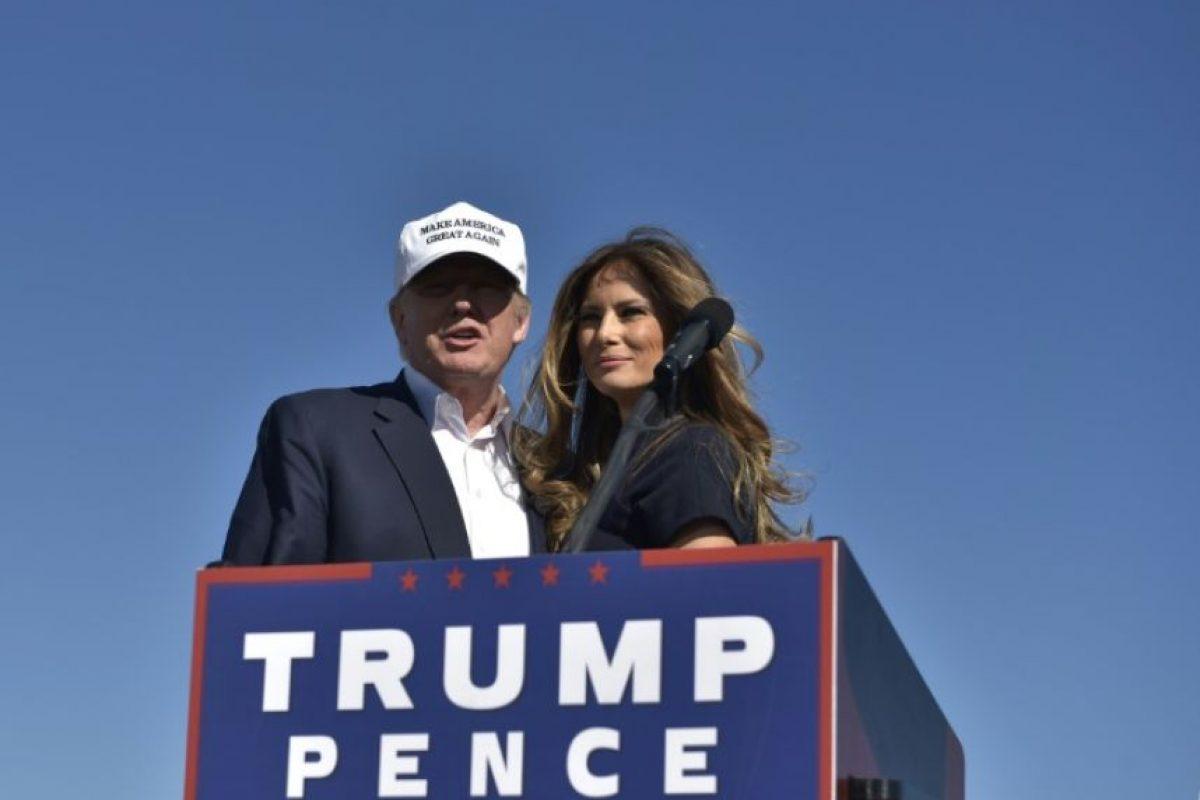 El candidato republicano Donald Trump y su esposa Melania durante un acto de campaña en el aeropuerto de Wilmington el 5 de noviembre de 2016 Foto:MANDEL NGAN/afp.com