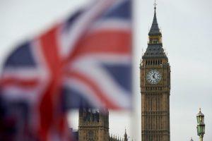 Una bandera británica ondea frente al Big Ben, el célebre reloj del Parlamento, el pasado 3 de noviembre en Londres Foto:Niklas Halle'n/afp.com