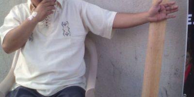 Hombre se clava frente al Organismo Judicial como protesta por jóvenes condenados