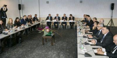 Vista de la sala donde se celebran las negociaciones para buscar un acuerdo sobre la reunificación de Chipre, en Mont Pelerin, al oeste de Suiza, el 7 de noviembre de 2016 Foto:Fabrice Coffrini/afp.com