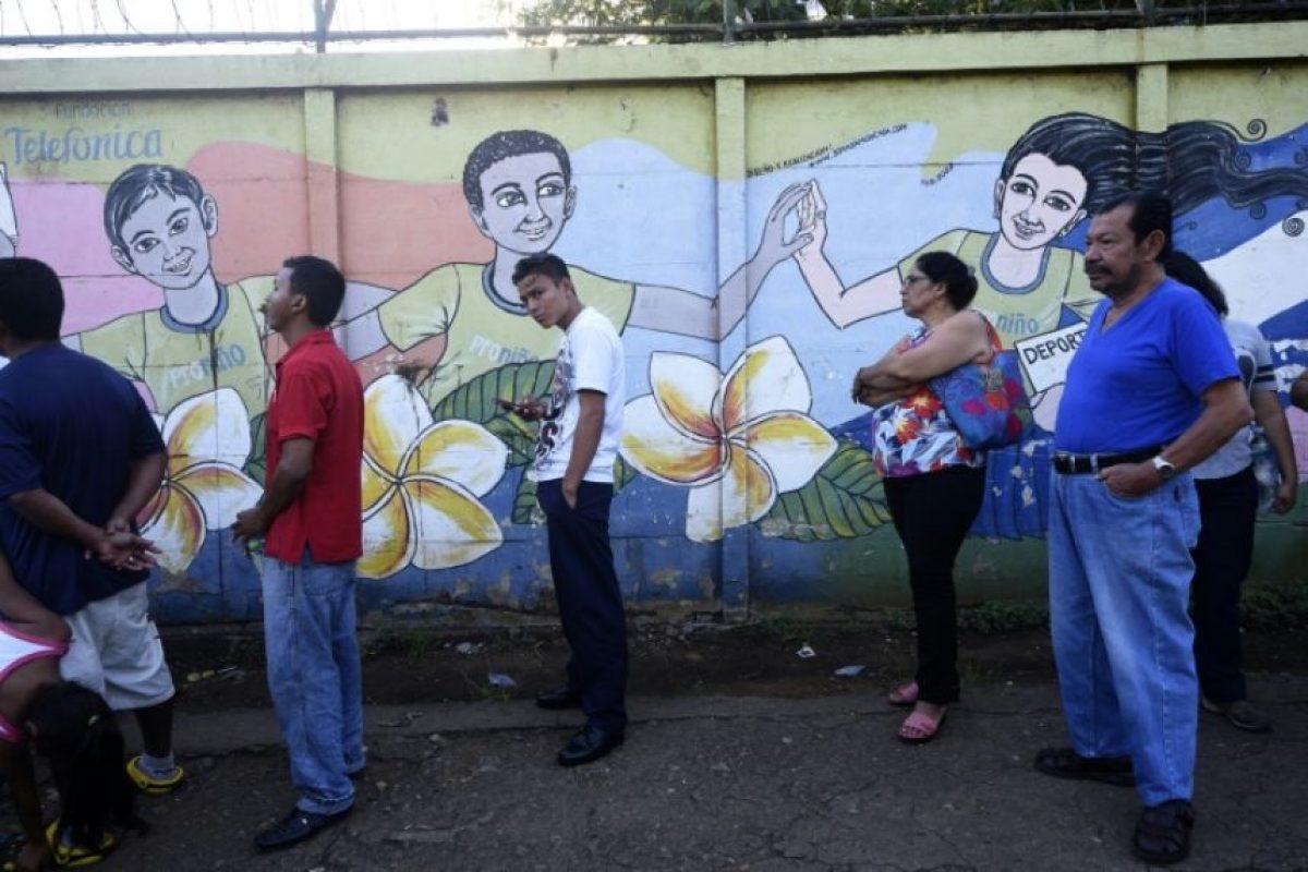 Ciudadanos votan en una mesa electoral durante las elecciones presidenciales nicaraguenses del 6 de noviembre de 2016 en Managua. Foto:RODRIGO ARANGUA/afp.com