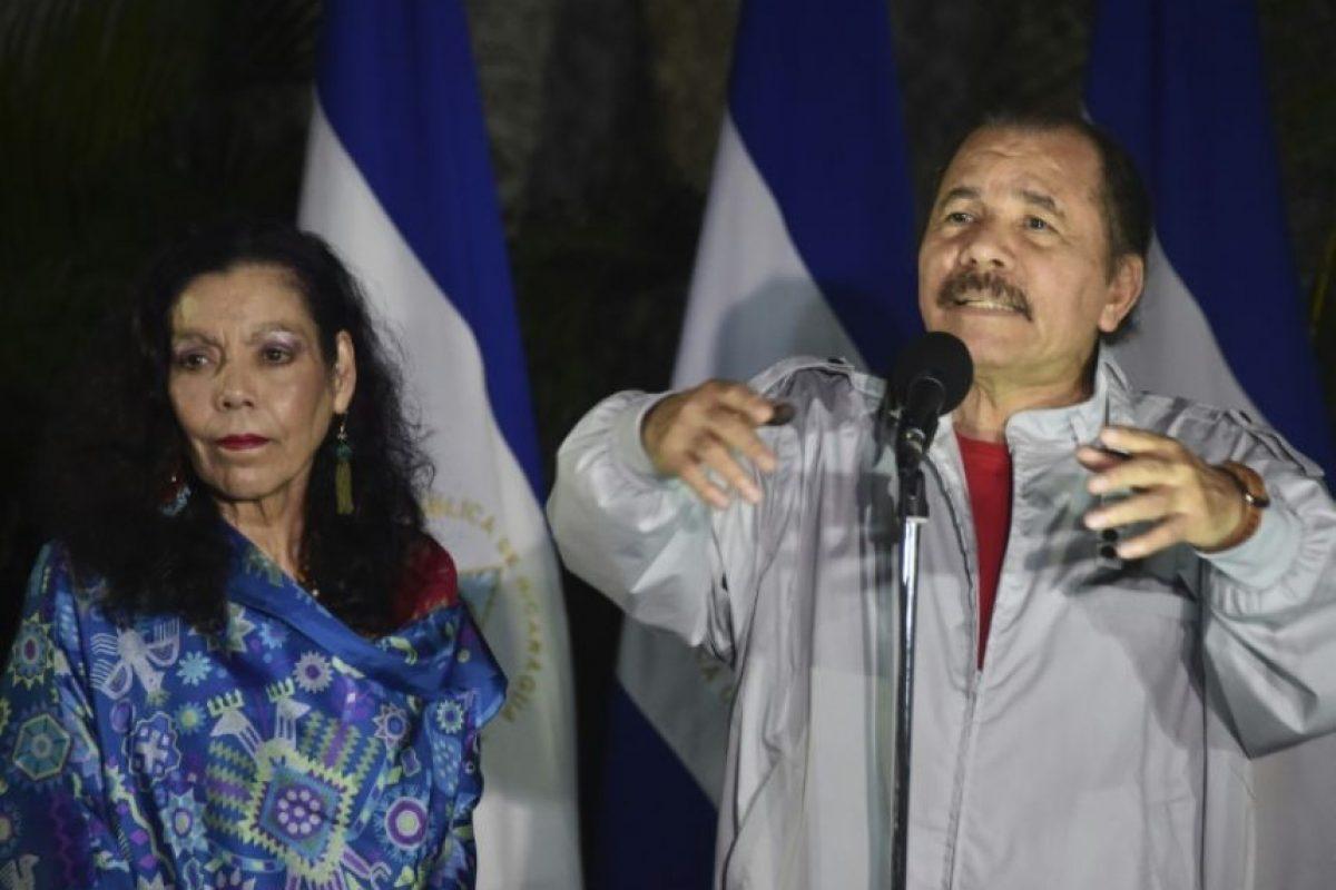 El Presidente de Nicaragua Daniel Ortega (D) junto a su esposa Rosario Murillo luego de votar durante las elecciones presidenciales el 6 de noviembre de 2016 en Managua Foto:Rodrigo Arangua/afp.com