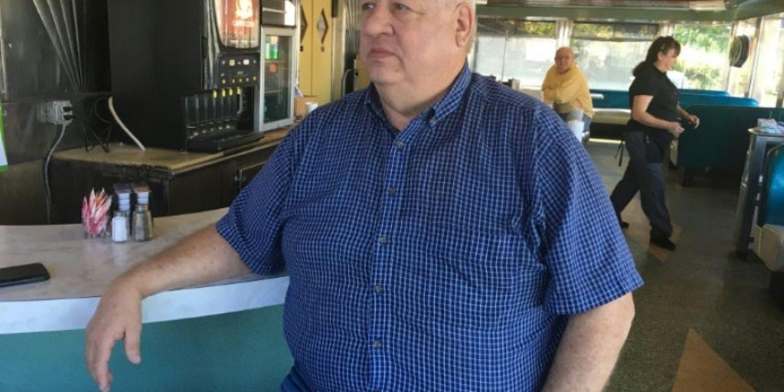 Roger Springer, partidario del candidato presidencial republicano Donald Trump, fotografiado en la barra de un restaurante en Harrisburg (Pensilvania, EEUU) el 4 de noviembre de 2016 Foto:Michael Mathes/afp.com