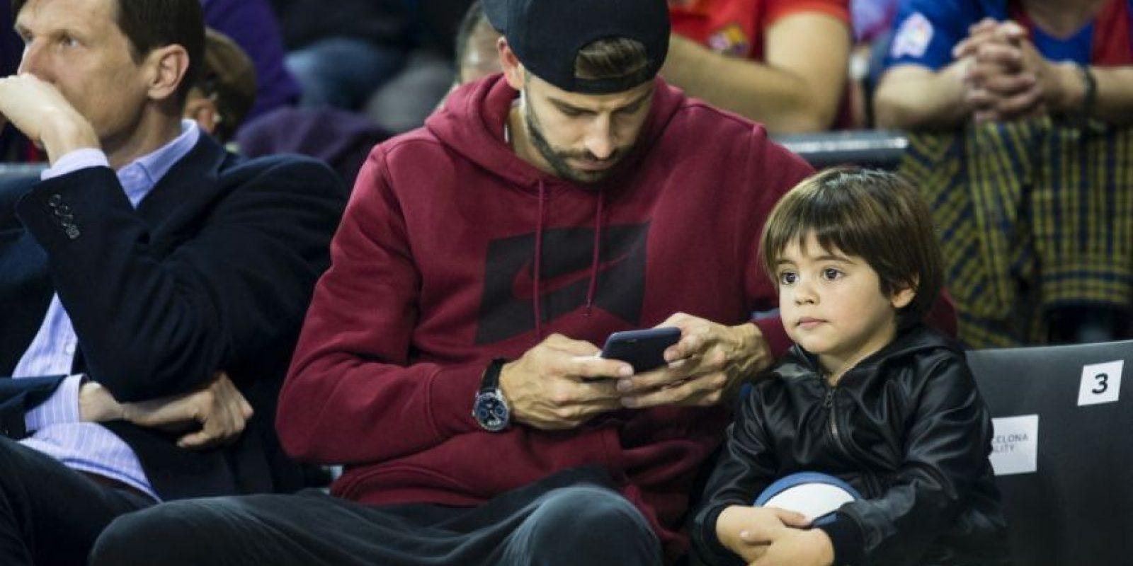 Padre e hijo estuvieron en el encuentro de básquetbol entre el Barcelona y el Real Madrid, en elPalau Blaugrana, el domingo 6 de noviembre. Foto:Grosby Group