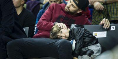 Aunque aún se desconoce la enfermedad por la que el pequeño Milan fue internado, se le vio de nuevo junto a su padre en Barcelona. Foto:Grosby Group