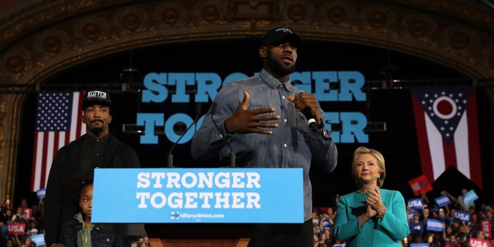 Varias son las figuras del deporte que han hecho pública su preferencia por uno de los candidatos. Lebron James lo hace por Hillary Clinton. Foto:AFP
