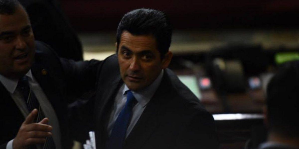 Con la ausencia de Mario Taracena, el Congreso elige a Óscar Chinchilla como presidente