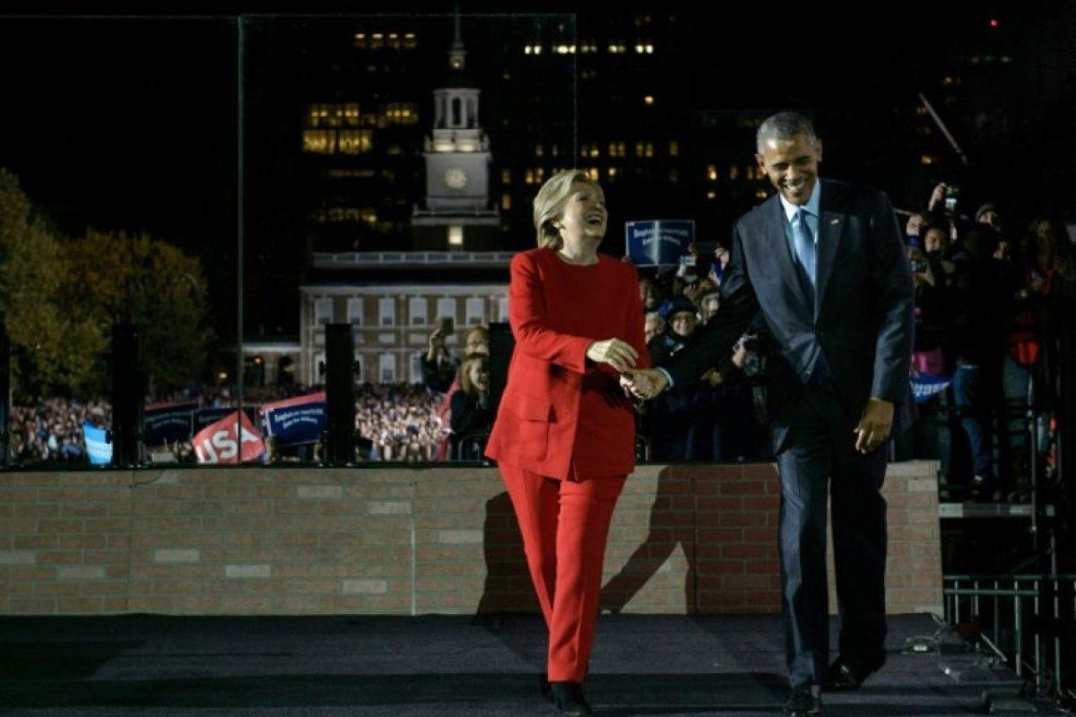 La candidata demócrata Hillary Clinton con el presidente de EEUU Barack Obama durante un mitin de campaña el 7 de noviembre de 2016 en Filadelfia Foto:Brendan Smialowski/afp.com